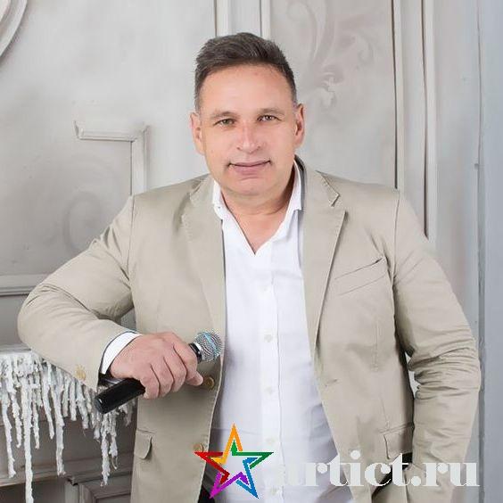 Ведущий Юрий Стократный