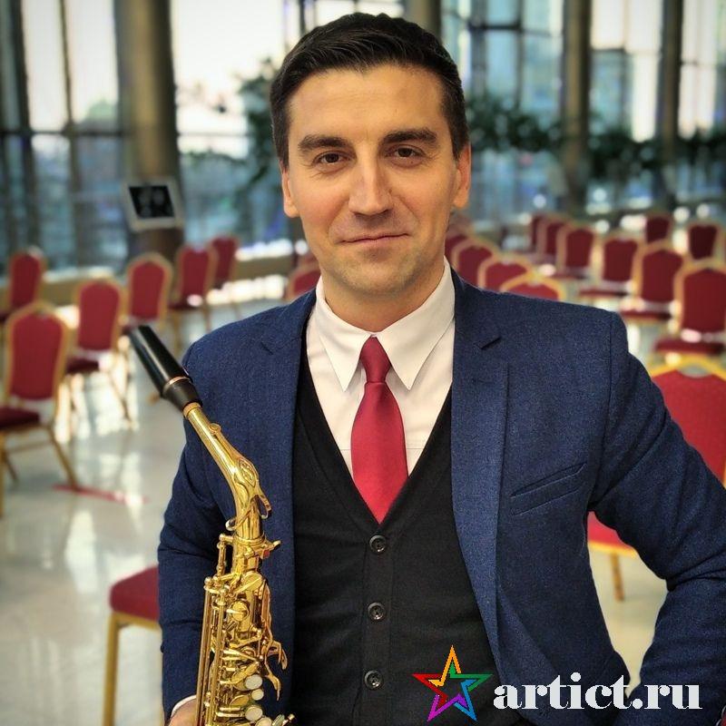 Саксофонист Евгений Дулетов